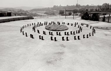 Eleanor Antin 100 BOOTS Circling Lomas Santa Fe, California. May 17, 1971, 12:30 p.m. (mailed: July 19, 1971) Courtesy Ronald Feldman Fine Arts, New York